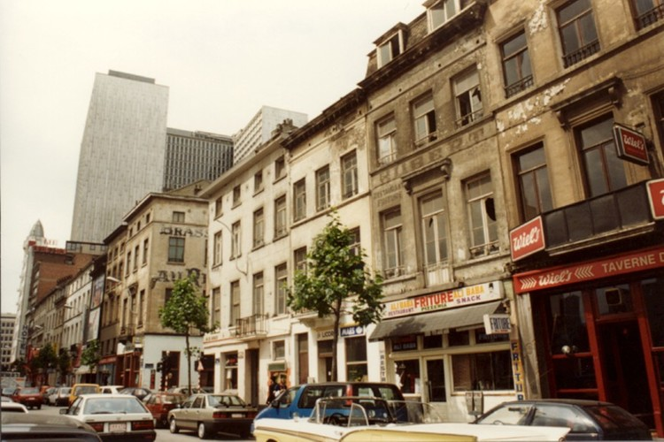 Affichage de la photo : Rue du Progr�s, c�t� impair, vue en direction de la place Rogier (photo 1993-1995).