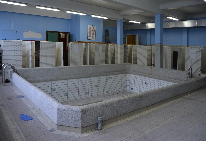 mêmes vestiaires ecole maternelle piscine
