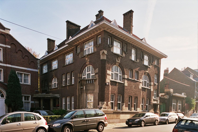 Ixelles Cure Et Ancienne Salle De Theatre Rue Joseph Stallaert