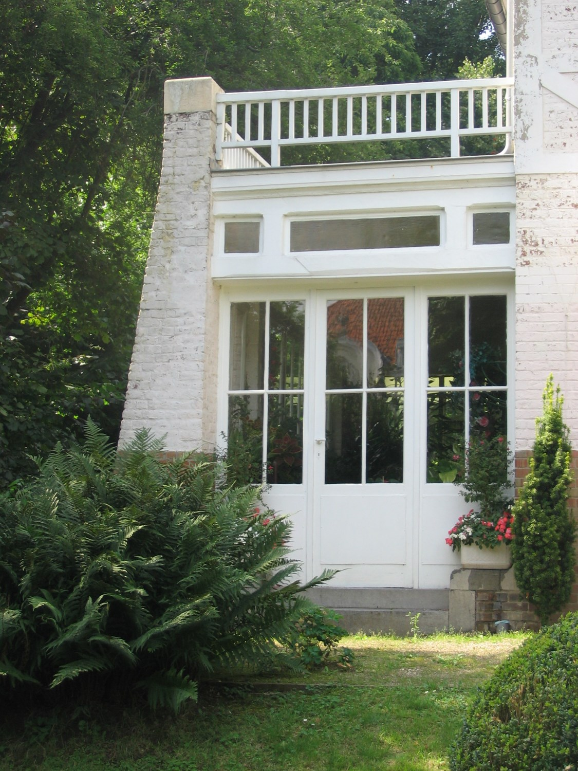 woluwe saint pierre mature dating site Woluwé-saint-pierre – this commune on the outskirts of the city has an impressive city hall, the leafy woluwe park,  dating back to the 1840s,.