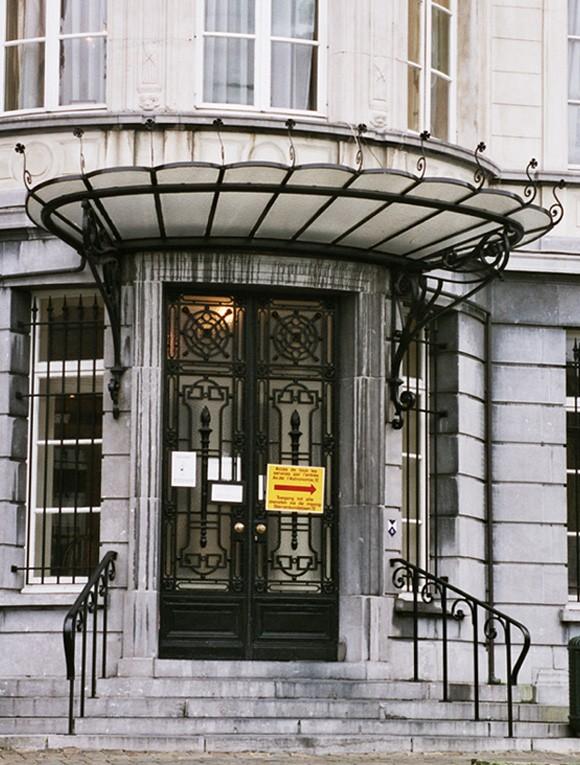 Marquise moderne maison maison en vente marquiserf vente for Auvent maison moderne