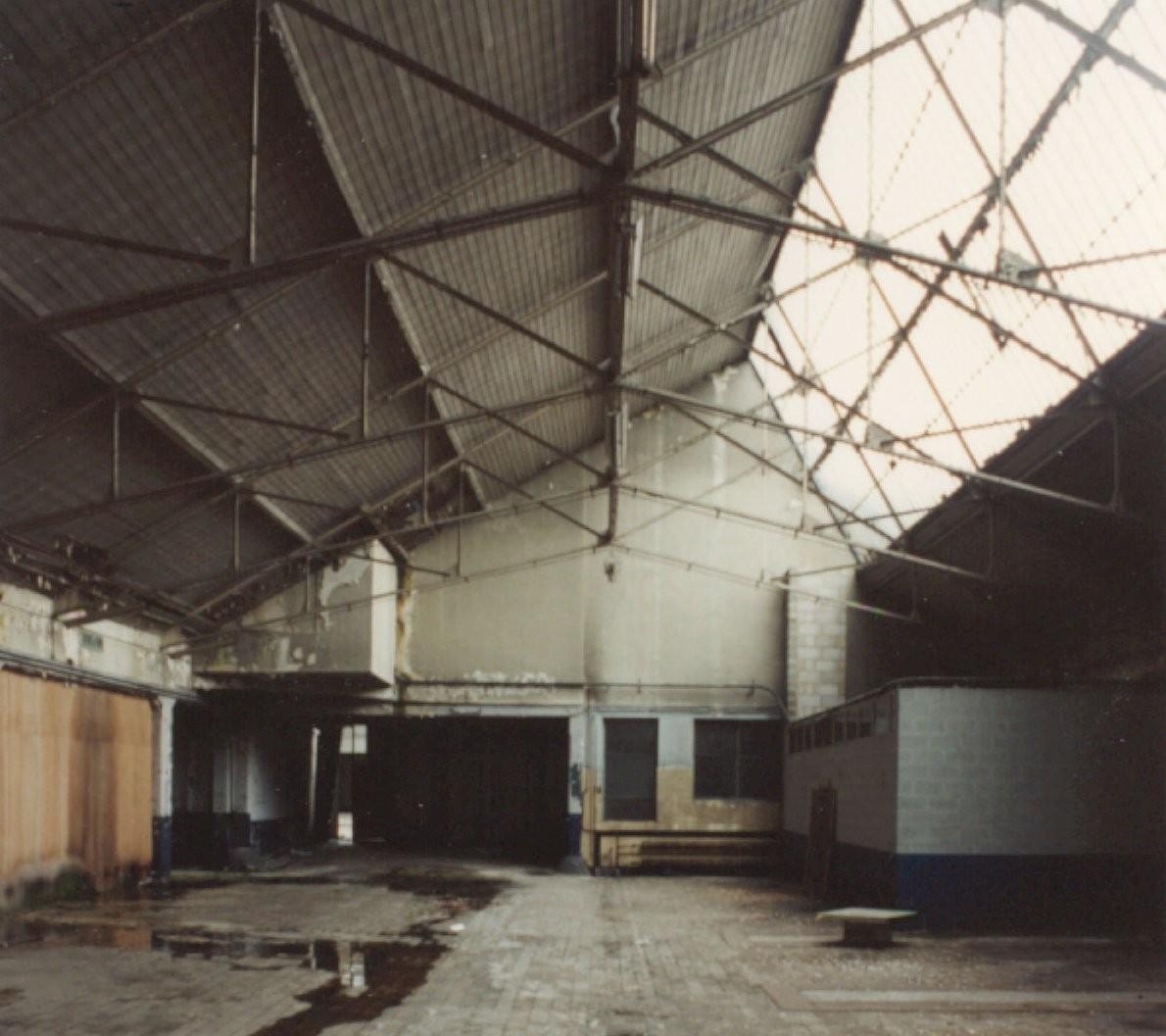Sheddak voormalige paardenstallen en koetshuis van de for Modernisme architecture definition