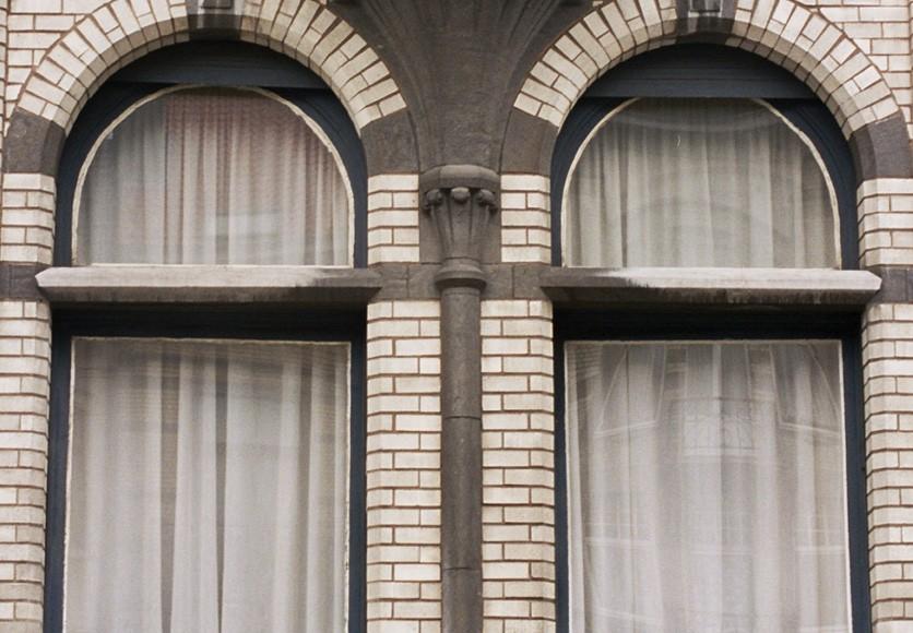 0785cc268cec18 Détail d une fenêtre à traverse de pierre bleue, av. Louis Bertrand 39,  Schaerbeek, 1910. © Reproduction autorisée sous certaines conditions