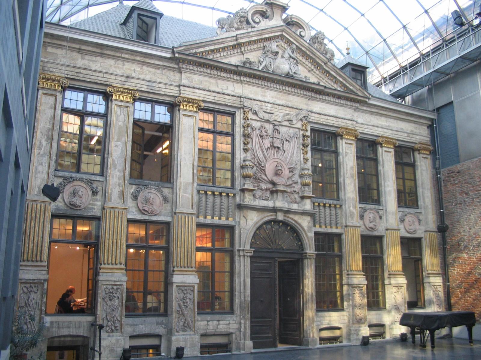 Baroque temp r de classicisme maison de la bellone rue for Architecture contemporaine definition