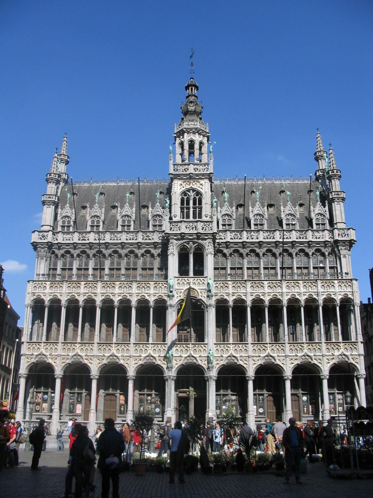 N ogothique maison du roi grand place bruxelles 1873 for Architecture gothique definition