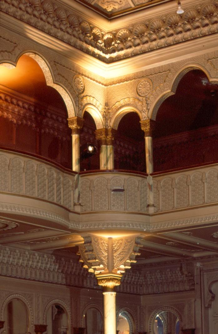 Moors voormalige 39 cinema aegidium 39 interieur feestzaal for Eclectische stijl interieur