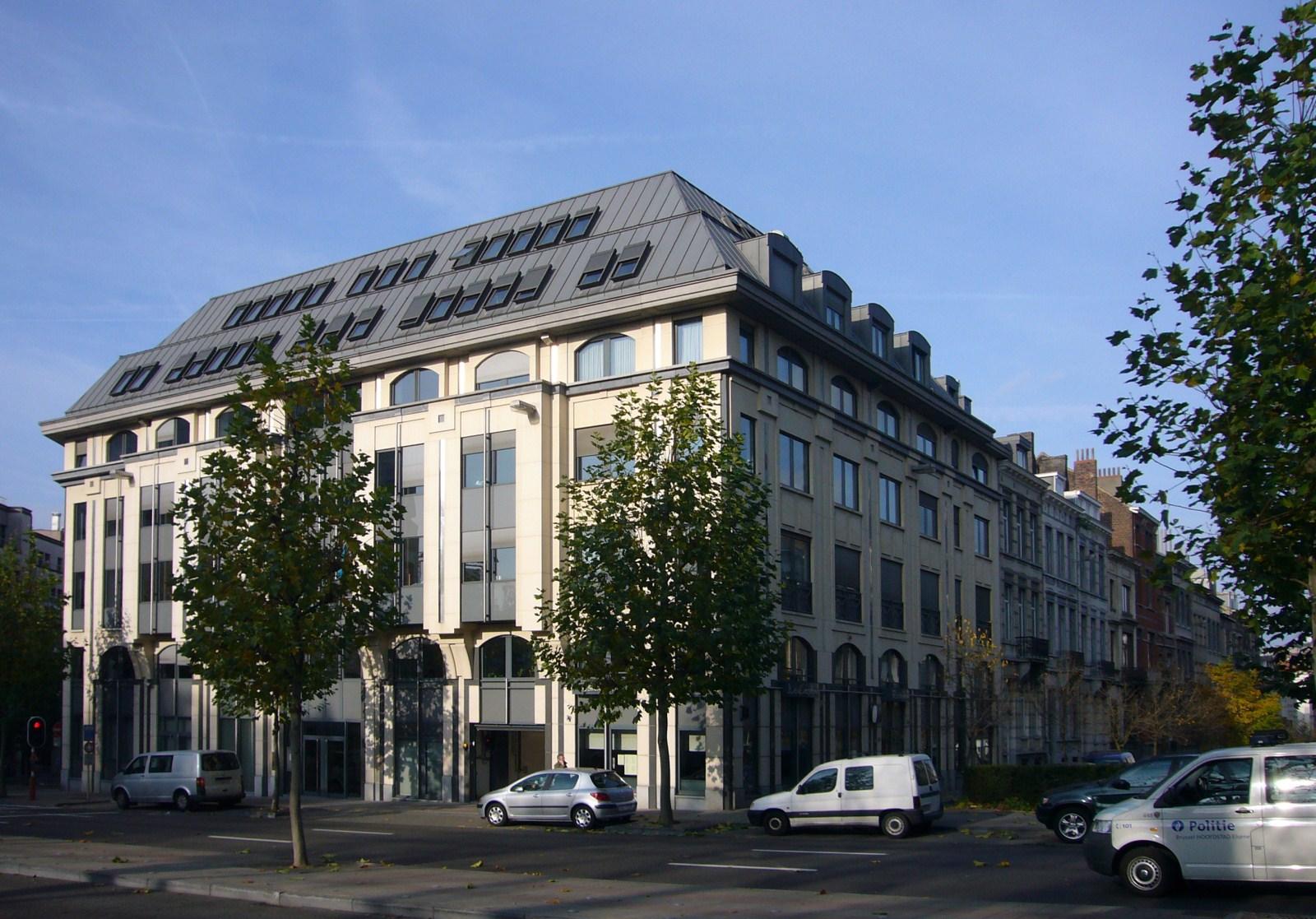 Bruxelles extension est avenue michel ange for Immeuble bureau architecture